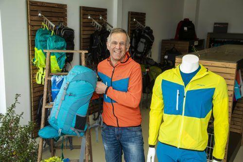 Firmenchef Hannes Drexel in der Jacke, die aus Getzner-Stoff produziert wird. vn