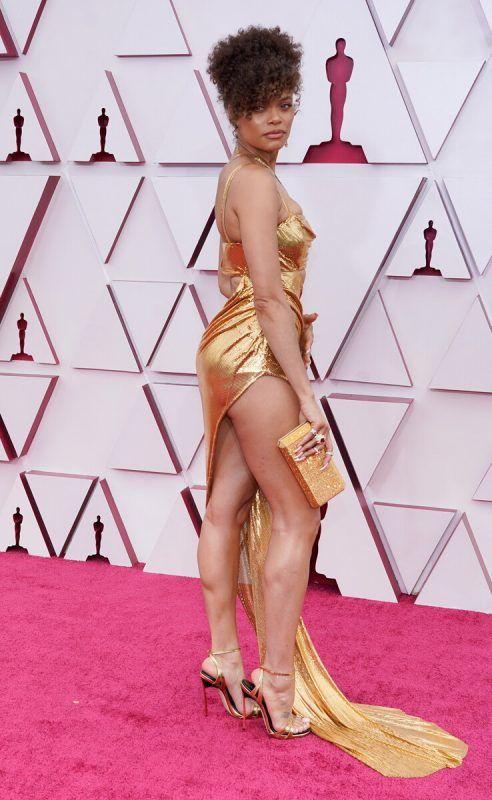 Ganz in Gold gewandet kam Andra Day zur Oscar-Nacht. Die Soul-Sängerin gibt als Billie Holiday ihr Schauspieldebüt.