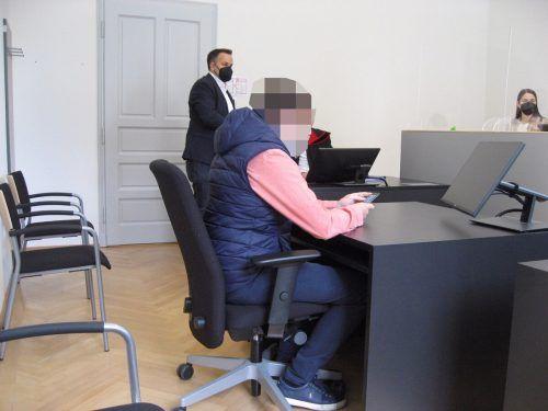 Gegen den 40-jährigen Angeklagten steht vor Gericht der Vorwurf des schweren Betrugs im Raum. ECKERT