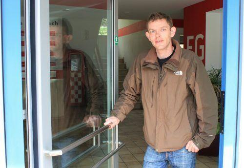 Geistesgegenwärtig verschloss Stefan Egger die Eingangstür des Firmengebäudes. VN/JS
