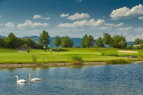 Golf ist eine der wenigen unbedenklichen Sportarten in der Coronazeit. Die rund 800 Hektar große Anlage wird seit Februar wieder bespielt. GC Montfort Rankweil