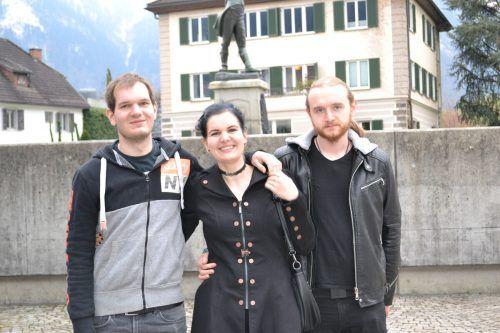 Heinz Poppa, Gerda Poppa (Komponistin der Uraufführung) und Edith Schmid stand die Freude über den willkommenen Kulturgenuss ins Gesicht geschrieben.BI