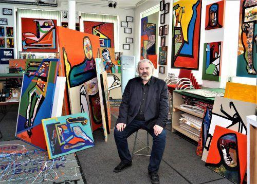 Im Atelier von Alexander Waltner sind Hunderte Bilder zu sehen.yas (3)