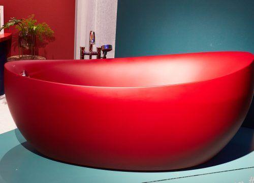 Im Bad ist bei der Farbwahl durchaus auch Extravaganz gefragt. Es darf aber auch dezent sein. VDS