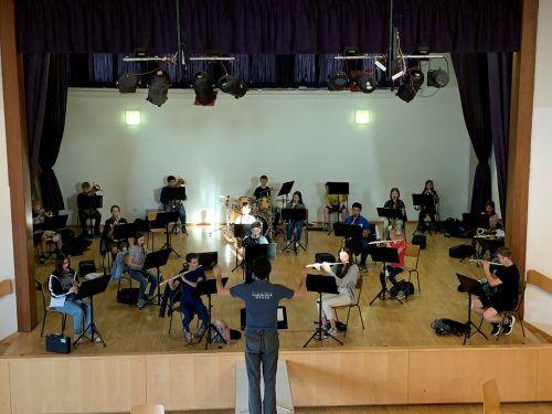 Im Gemeindesaal konnte die Jungmusik Weiler erstmals seit langer Zeit wieder gemeinsam proben. Katrin Längle