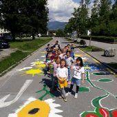 Kinder lassen die Straßen blühen