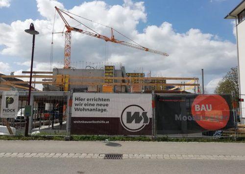 In der Hans-Berchtold-Straße entsteht bis zum Frühjahr 2022 eine Wohnanlage.Mäser