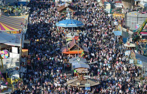 In normalen Jahren kommen rund sechs Millionen Besucher zum Oktoberfest. apa