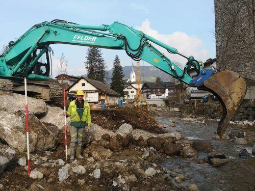 Intensive Arbeiten am hochwassersicheren Ausbau des Schmittenbachs im Egger Zentrum.ME/4