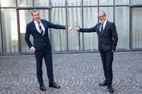 Klaus Feurstein (links) übernimmt das Amt von Florian Bachmayr-Heyda, der wiederum der Nachfolger von Klaus Feurstein wird. Serra