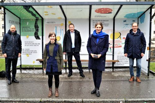 Landesrat Marco Tittler, Sarah Rinderer, Abteilungsvorstand Lorenz Schmidt, Katharina Ralser und Bgm. Dieter Egger (v.l.).yas (2)