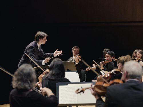 Leo McFall mit dem Symphonieorchester Vorarlberg in der Bühne AmBach in Götzis. sov