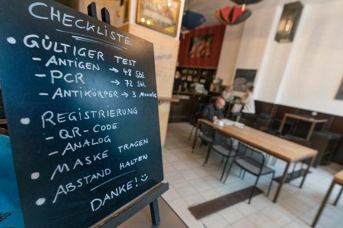 Lockerungen seit einem Monat: Prognosen sehen nur noch in Vorarlberg steigende Infektionszahlen.APA