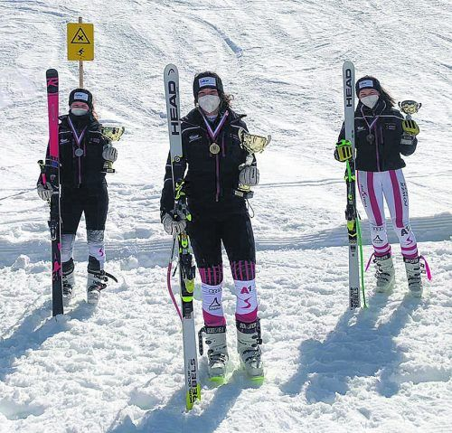 Lorena Jenni, Siegerin Emma Amann und Antonia Muxel standen bei den Vorarlberger Schüler-Meisterschaften im Super-G in der U-16-Kategorie auf dem Stockerl.vsv