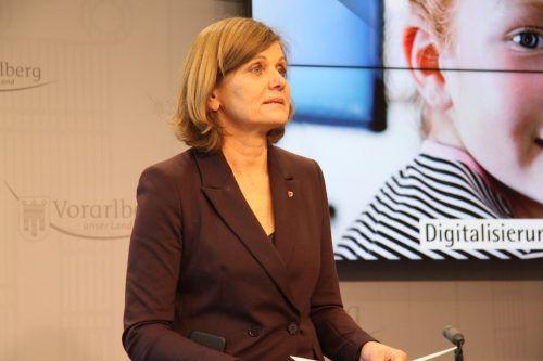 LSth. Barbara Schöbi-Fink verweist nur auf Corona-Hilfspakete. Mayer