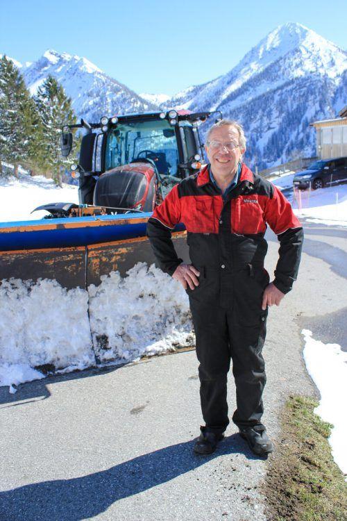 Luis Schneider räumt seit 35 Jahren den Schnee von Maruls Straßen. VN/JUN