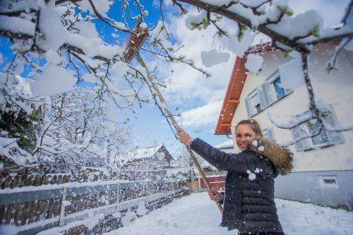 Maria aus Dornbirn freut sich über den frisch gefallenen Schnee.
