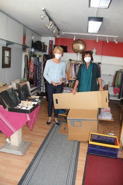 Maria und Edith waren am Samstagvormittag mit dem Packen von Umzugskartons voll beschäftigt.STR