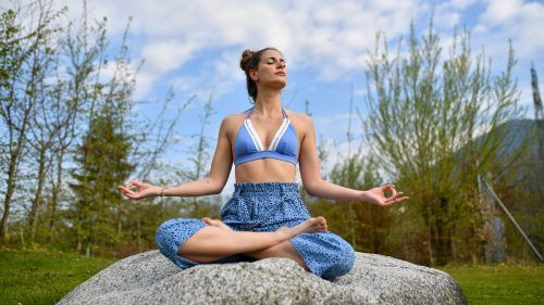 Meditation unter freiem Himmel.