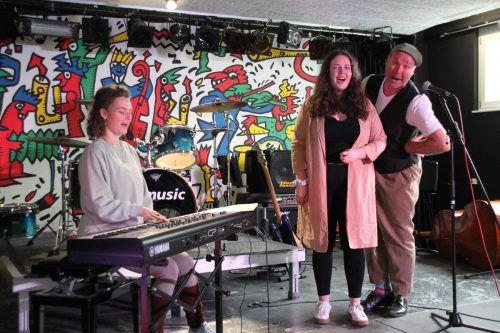 Mit dem Pantomimen Thiemo Dalpra (rechts) werden in Kurzvideos die einzelnen Fächer vorgestellt.RMS