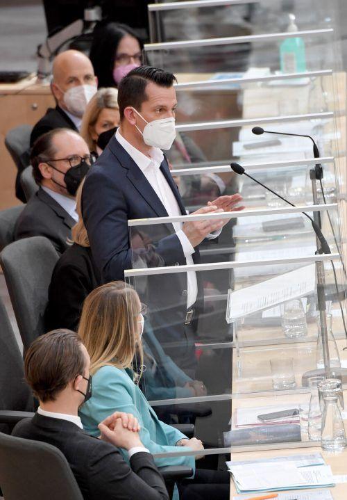 Mückstein trug auch bei seiner Rede eine Maske.APA
