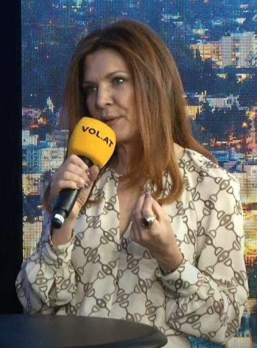 """Musikerin, Sängerin und Songschreiberin Chantal Dorn bei """"Vorarlberg live""""."""