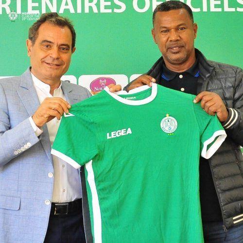 Neotrainer Lassaad Chabbi (rechts) mit Rachid Andaloussi, dem Klubchef von Raja Casablanca.VN