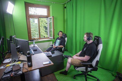 Nino Chabbi, im Bild links mit Hanno Loacker von West Austria Gaming, fungierte im Vorjahr beim Finalturnier als Experte.