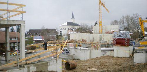 Nur wenige Gehminuten vom Zentrum entfernt entsteht in Alberschwende das größte Wohnbauprojekt der Region. Bis Herbst 2022 sollen die 44 Wohnungen in vier Objekten bezogen werden. STP/2