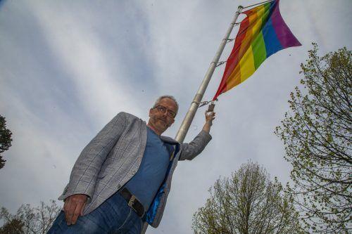 Ortspfarrer Ralf Stoffers hat nach der Attacke auf die Regenbogenflagge vor der evangelischen Kirche in Bregenz Anzeige erstattet. VN/Paulitsch