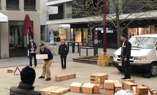 """Päckchen, Kartons und Schachteln waren die Nebendarsteller im Stück """"Pakete, Pakete"""", das vergangene Woche Am Garnmarkt aufgeführt wurde.Weltladen"""
