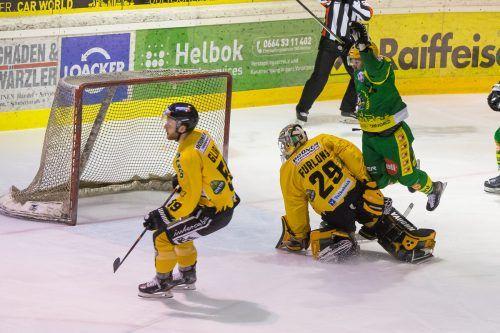 Pustertals Torhüter Colin Furlong gelang es im ersten Play-off-Viertelfinale in Bruneck nicht, gut gelaunte Lustenauer zu stoppen. Stiplovsek