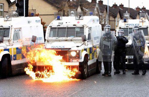 Randalierer wüteten in der nordirischen Hauptstadt Belfast. AFP