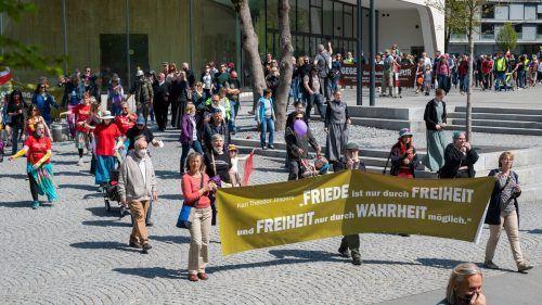 Rund 200 Personen trafen sich zum Protestmarsch in Feldkirch. VN/Lerch