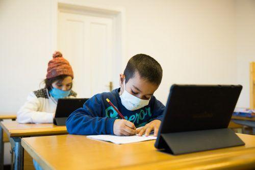 """Schulen sind geschlossen, an Homeschooling nicht zu denken. """"Elijah"""" stellt Sozialzentren zur Verfügung."""