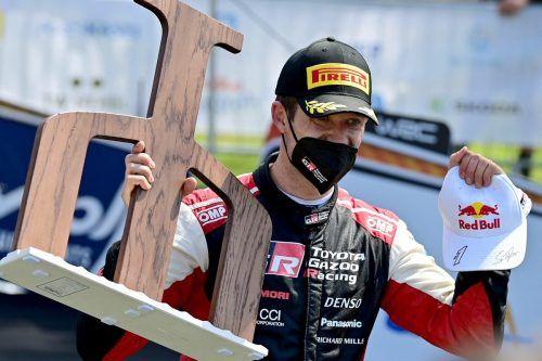 Sebastien Ogier mit dem Pokal für den Sieg bei der Kroatien-Rallye.apa