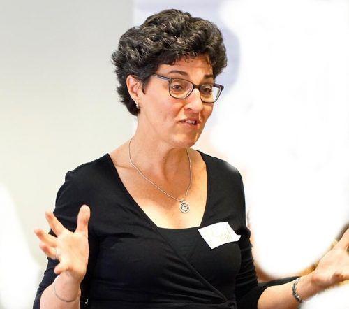 Seit der Coronakrise hält Birgit Gebhard ihre Seminare online ab.