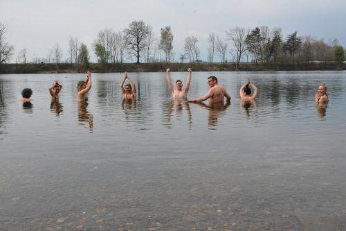 Sie haben es geschafft und die innere Grenze überwunden. Einmal im Wasser, werden sie mit einem Schwall Glücksgefühlen belohnt.bvs
