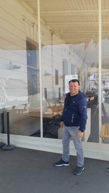 """""""Sonnenkönigin""""-Kapitän Johann Wüstner vor dem Lokal """"Pier 69"""", in dem er einem Einbrecher ins Handwerk pfuschte. Vorarlberg Lines"""