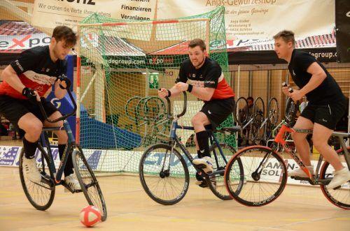 Spannende Dulle lieferten sich die Dornbirner Radballer mit Gegnern aus Deutschland, Frankreich, Tschechien und der Schweiz.cth (2)