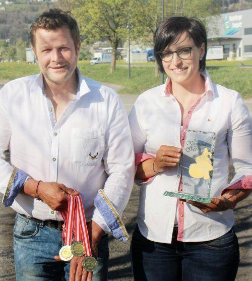 """""""Goldenes Kasermandl"""" und Medaillen sind verdienter Lohn für exzellente Arbeit in der Alpsennküche und Ansporn für den neuen Alpsommer. STP"""