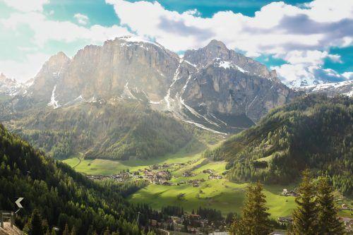 Südtirol ist aufgrund seiner schönen Naturkulisse und der eindrucksvollen Dolomiten ein beliebtes Urlaubsziel. Shutterstock (4)