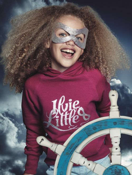 Superheldin Ilvie Little ist stark, unabhängig, mutig und frei.