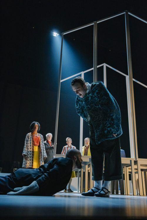 "Mit viel Applaus bedacht: Shakespeares ""Richard II."" Burgtheater/Ruiz-Cruz"
