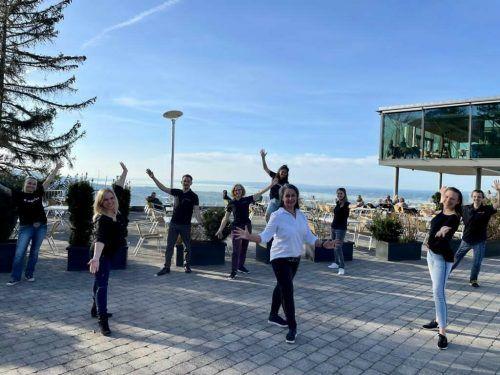 """Tänzer aus ganz Österreich laden heute zum virtuellen Flashmob. Getanzt wird zum Song """"Don't give up""""."""