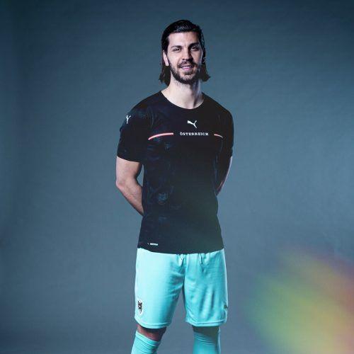 Teamverteidiger Aleksandar Dragovic im neuen Auswärtstrikot.apa