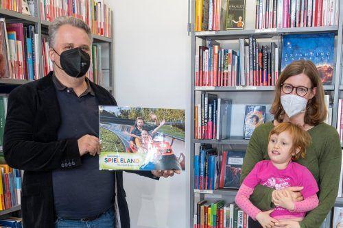 Übergabe des Hauptpreises in der Stadtbücherei Bregenz.