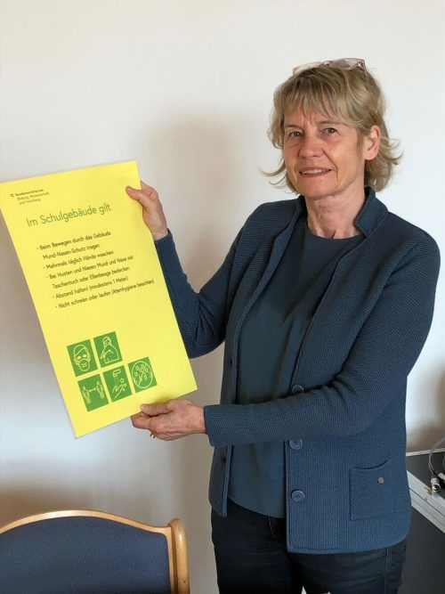 Ulrike Fenkart und die Corona-Hausordnung. Kein positiver Fall am BG.