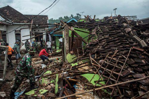 Unter den Trümmern wird noch nach Überlebenden gesucht. AFP