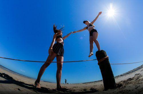 Urlaub trotz Pandemie am Strand? Mit dem grünen Zertifikat soll der Tourismus wieder in die Gänge kommen. APA
